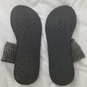 Sanuk sling sandals 9